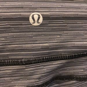 lululemon athletica Pants - Lululemon black and gray crop legging, sz 6, 68873